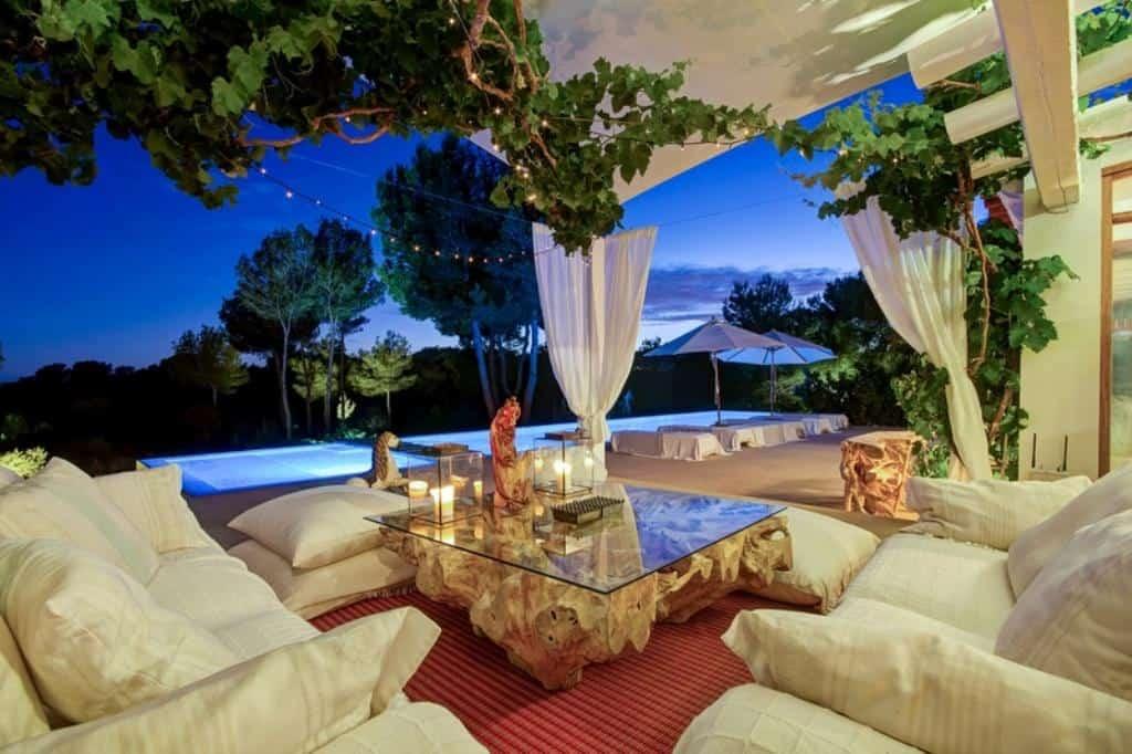 list vacation villa